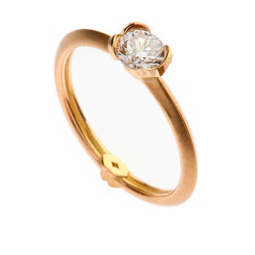 Wenn Sie in Herne, Castrop-Rauxel oder Recklinghausen nach besonderen Verlobungsringen wie diesem suchen, sind Sie in unserer Juwelier-Galerie genau richtig